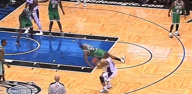 Jameer Nelson Crossover on Paul Pierce