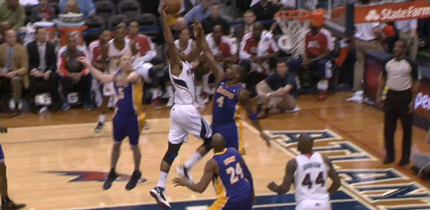 Al Horford dunks on Antawn Jamison