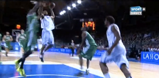 Anthony-Dobbins-Dunk-in-france