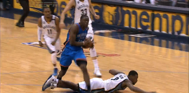 Post image for Reggie Jackson Sick Behind the Back then Steps Over Tony Allen!