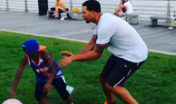 Post image for Deron Williams Pushes Over Young Knicks Fan!