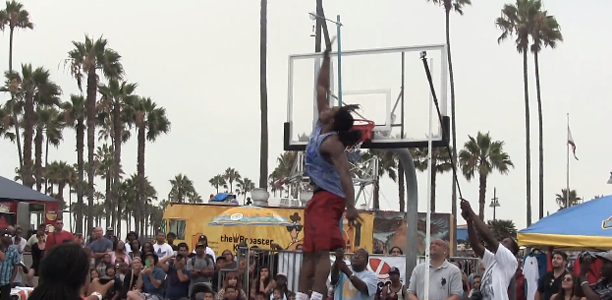 Kwame-Alexander-Close-to-Top-of-Backboard