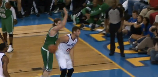 Spencer-Hawes-No-Look-Pass