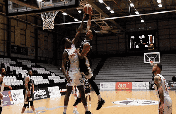 Justin Gordon dunk