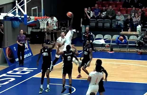 Jordan Harris dunk